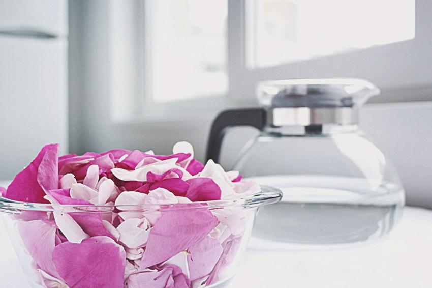 Как сделать розовую воду в домашних условиях | Slow Life Blog